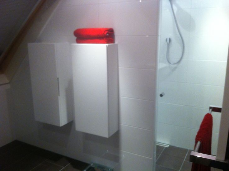 Meer dan 1000 idee n over bruine tegel badkamers op pinterest betegelde badkamers badkamer en - Badkamer donker ...