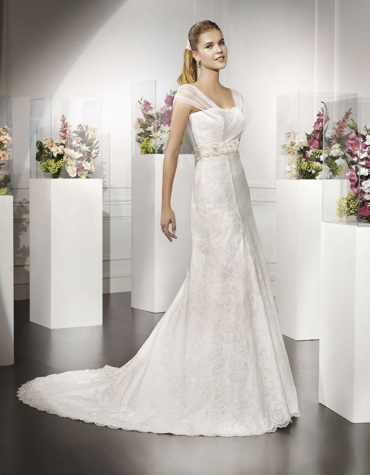 Ricia Dress Romantic Sweetheart Made Of Lace It Has Draped Tulle Crossed Straps