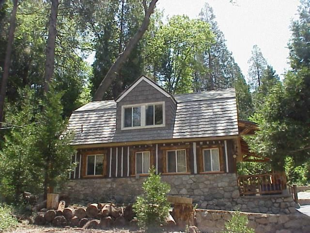 43 best images about exterior colors on pinterest cedar for Cedar shake cottage