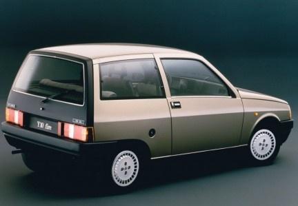 My first car was a Lancia Y10... <3