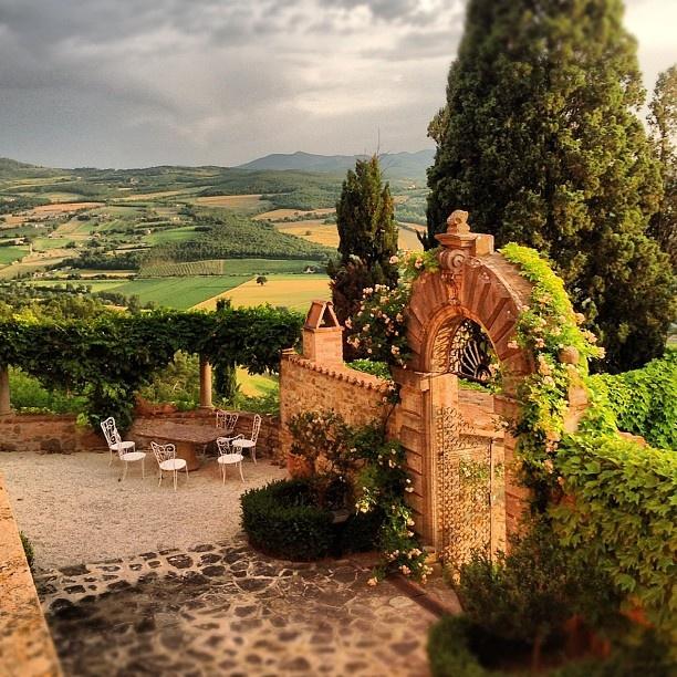 Umbria by @discoverumbria-#statigram: Red Wine, Landscape