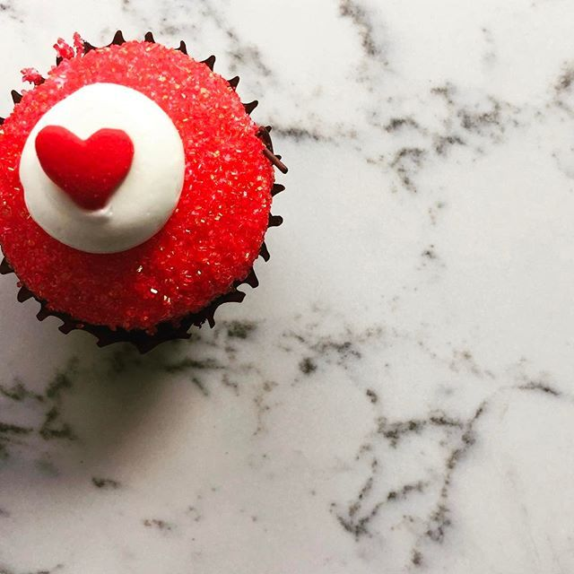 White Attica + red velvet = a match made in valentine heaven! Happy Valentines Day from the whole Caesarstone team.