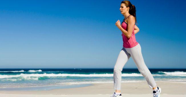 Estudios recientes han demostrado que el deporte y en especial correr, beneficia tanto los músculos, como al cerebro, dando como resultado una mejor salud y calidad de vida. Sin embargo, es importante que antes de realizar cualquier deporte acudas con el médico para conocer tu estado general de salud, sobre todo después de los 30 años y más aún si nunca has practicado algún deporte, si padeces obesidad o alguna enfermedad. Hasta el momento no se conoce con exactitud la influencia que el…