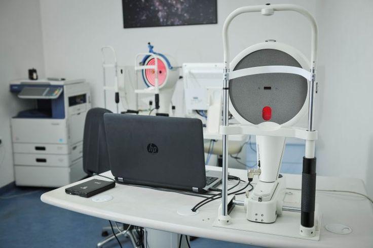 Rožnični topograf OCULUS Pentacam HR  OCULUS Pentacam HR - rožnični topograf snima reljef, tj. prednju i stražnju plohu rožnice. U digitalnom obliku prikazuju kako stvarni reljef rožnice, tako i matematičke modele koji upućuju na postojanje/nepostojanje odstupanja od savršeno zdravog oka. http://svjetlost.ba/usluge/transplantacija-roznice/vise-informacija-60/dijagnostika-i-tehnologija-64/64