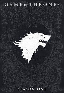 Juego de Tronos es una serie de televisión de drama y fantasía creada para la HBO por David Benioff y D. B. Weiss. Es una adaptación de la saga de novelas de fantasía Canción de Hielo y Fuego de George R. R. Martin. La primera de las novelas es la que da nombre a la serie.  La serie, ambientada en los continentes ficticios de Westeros y Essos al final de un verano de una decada de duración, entrelaza varias líneas argumentales. La primera sigue a los miembros de varias casas nobles inmersos…