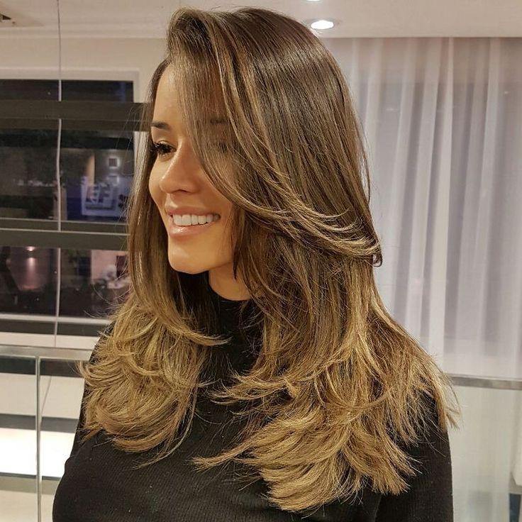 Boa noite 😘    Pode ter certeza,  que não é fácil, decidir que não vai mais ser loira, mas, o EXCESSO  de química estava deixando o cabelo frágil e quebrado, e por conta disso não estava CRESCENDO! @aryoficial    E agora com essa frequência de tratamentos, e cortando sempre...  o cabelo vai ficando mais bonito.    #kaducesario #cabelos #kadufazmagica #kaduosincero #cabeleireiro #haircut #cortedecabelo #salãoMarceloCouto #cortarfazbem #cortarfazcrescer