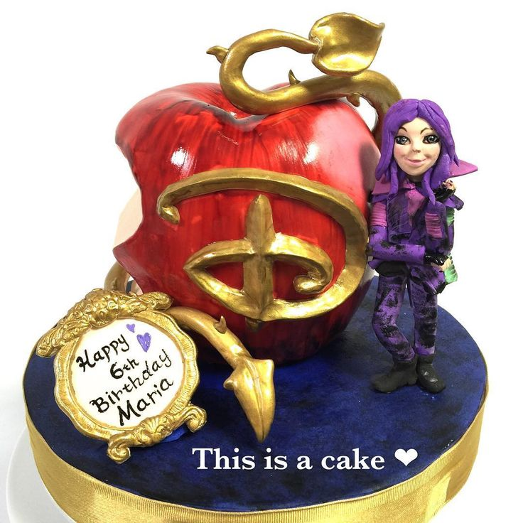 DESCENDANTSが大好きな女の子のお誕生日リンゴ型ケーキ😈 disney映画の悪役たちに子供がいたら?という設定の映画らしいです笑 面白そう! #girlscake #apple #descendants #fondantcake #sculptedcake #sugarfigure #悪役 #リンゴ #キャラクター #オーダーメイドケーキ #3dケーキ #シュガーアート #シュガーケーキ