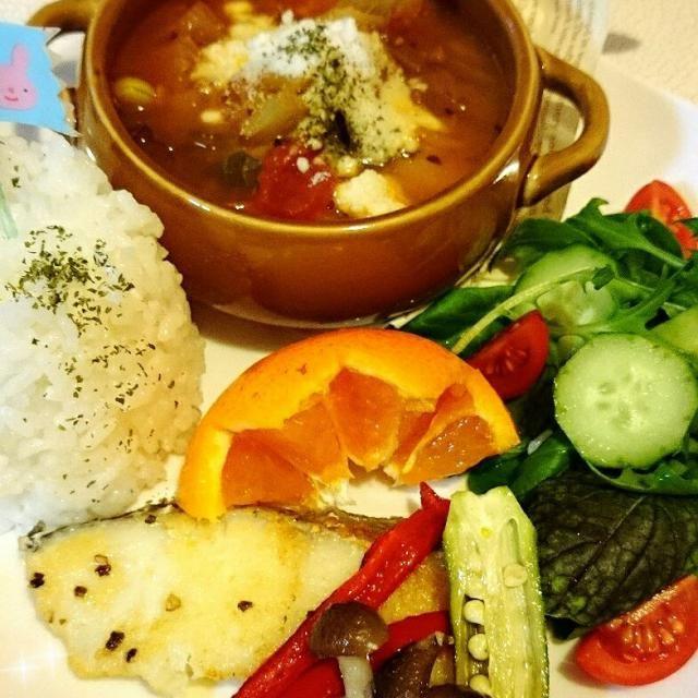 お見事❗ 長女ちゃんインフルちゃんA〜(  ;∀;)  で、次女ちゃん昨日に引き続きばぁばのとこで…(ーー;)のデリバリー  昨日の野菜スープの、リメイク お野菜また+してのトマトスープ  前日のお野菜とお肉のエキスたっぷり☆さらにお野菜を少し炒めて継ぎ足してのスープは、コクがでて、美味しかった〜(*≧∀≦*)と自画自賛(笑)(*≧∀≦*)  とそのスープは、と 鱈のムニエルを次女に持っていきました‼ もう少し我慢するしてね(。>д<) - 81件のもぐもぐ - 晩ごはん by dreamheartnao
