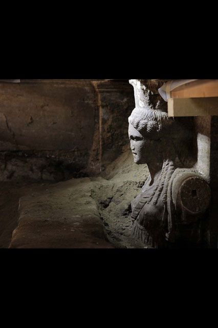 "Amazing marble Caryatids ""Καρυάτιδες"" come to light in Amphipolis Tomb"
