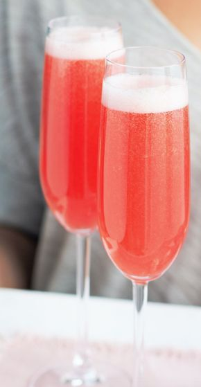 With its crisp yet surprisingly sweet taste, this raspberry bellini recipe is the perfect way to add that extra special touch to Mother's Day.