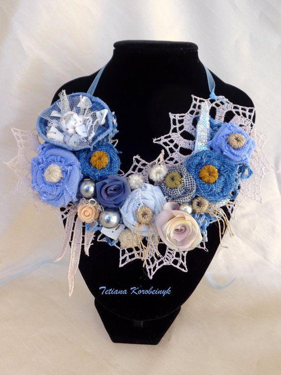 Collana di stile fiori di stoffa di di SilkRibbonembroidery