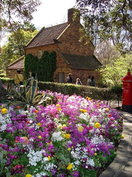 Captain Cook's Cottage = Melbourne, Australia