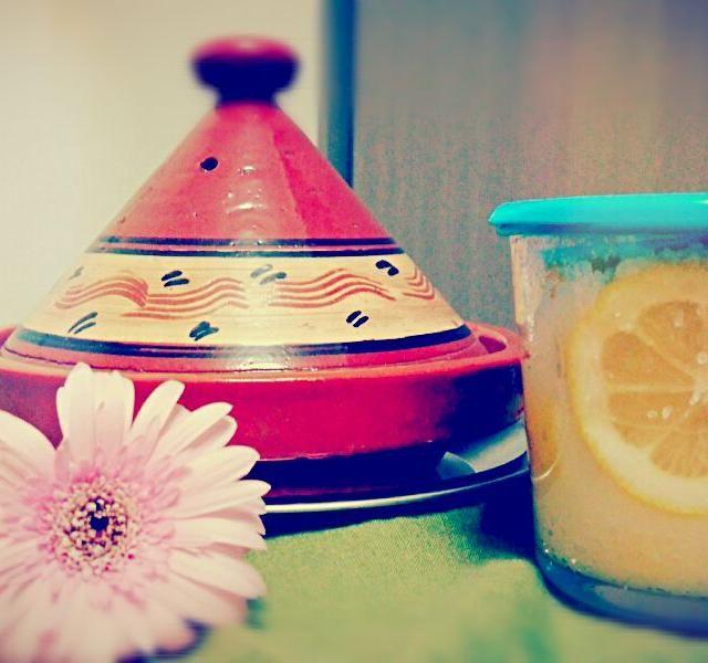 タジン鍋もらったので モロッコ料理?アフリカ料理?にかかせないらしい 塩漬けレモン作ってみました - 12件のもぐもぐ - レモンの塩漬け by ANDY21