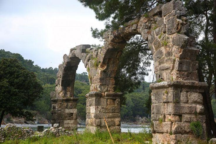 Türkei Kemer Sehenswürdigkeiten. Ancient Phaselis ruins in Turkey Kemer Antalya