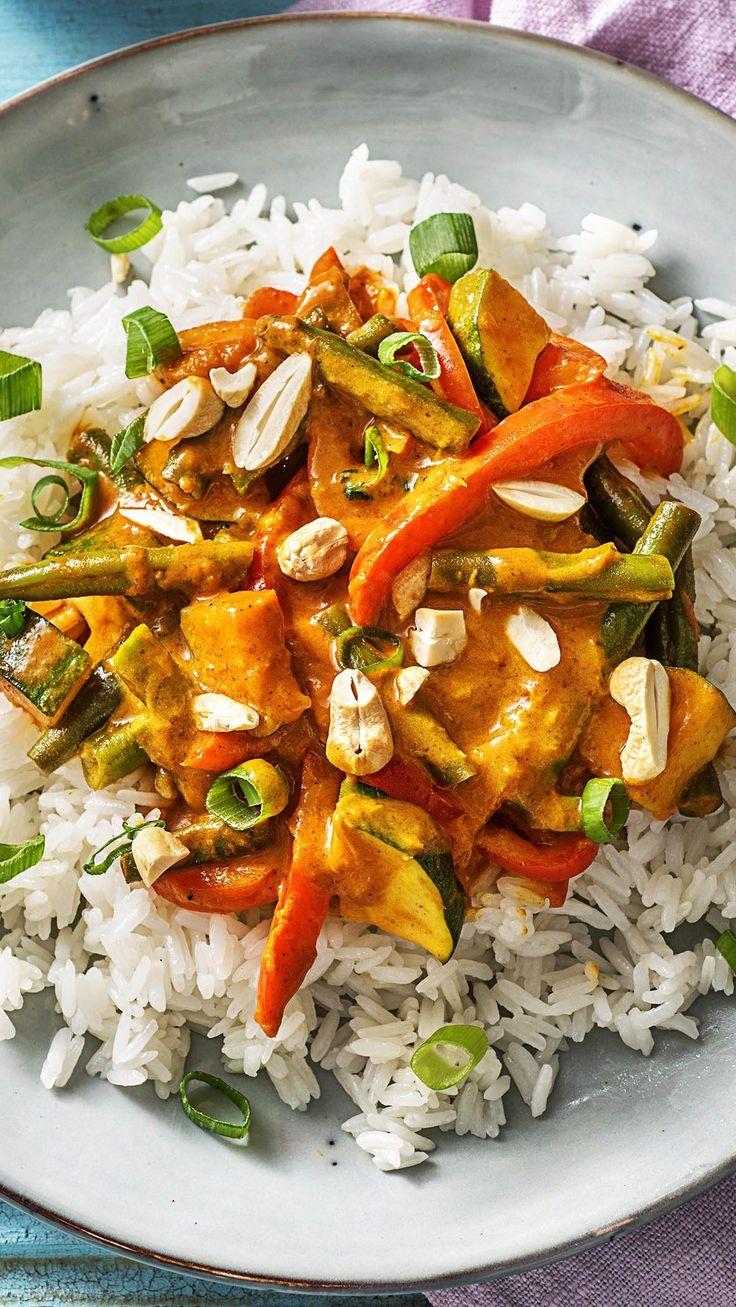 Bunt und lecker: Gemüse-Kokos-Curry mit Paprika, Buschbohnen und Cashewkernen