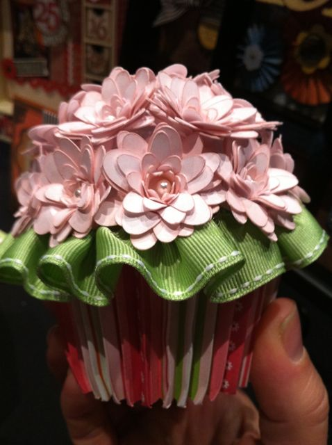 Cupcake using Art philosophy for the Cricut.: Flowers Cupcakes, Cupcakes Ideas, Paper Flowers, Awesome Cupcakes, Cricut Cupcakes, Paper Cupcakes, Paper Crafts, Cricut Cartridges, Art Philosophy