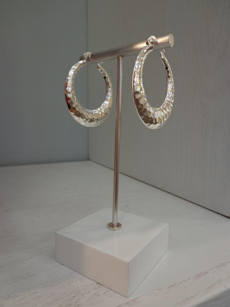 Preciosas argollas grandes bañadas en Plata Sterling 925. #joyeria #jewelry #argollas #bañodeplatasterling925