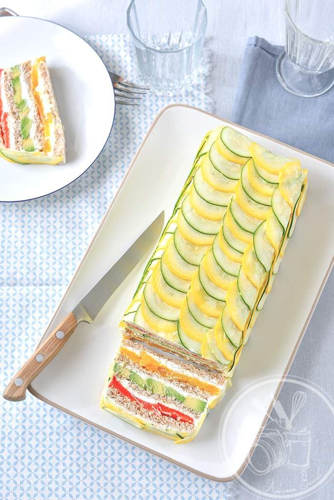 Petit cadeau pour la fête des mères. Sandwich cake végétarien