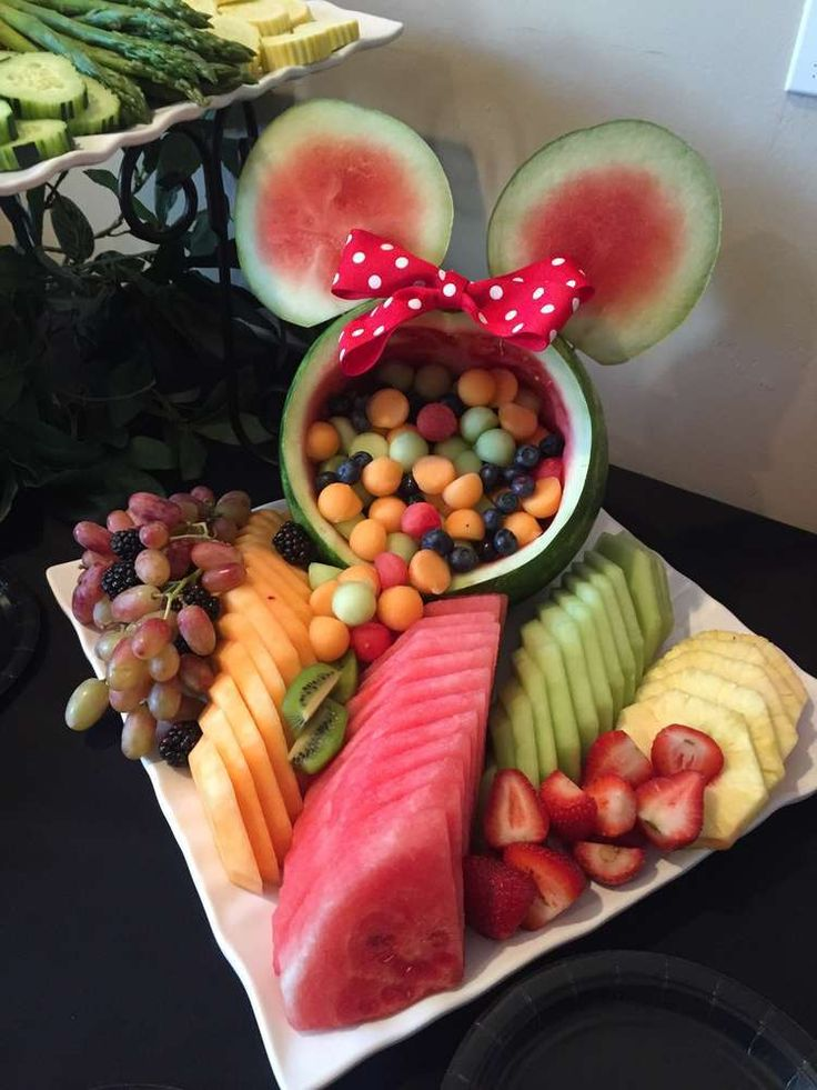 Who says you have to serve nothing but cookies and cupcakes at a child's party? With this adorable Minnie Mouse fruit platter, your child won't even miss the sweets. Visit Catch My Party to see more M