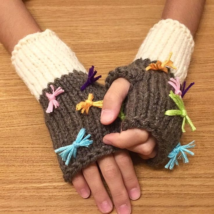 Yeni ürün Cupcake beremizin takımı parmaksız eldivenler satışta... www.yumack.com #yumack #kidsfashion #gloves #knitting #handmade #winter #winteriscoming #kış #stil #moda #eldiven #elörgüsü