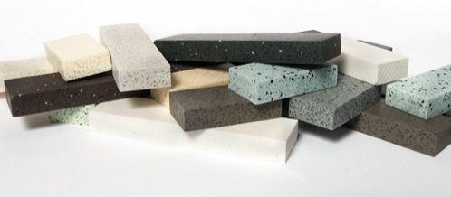 Durat se presenta como una superficie sólida, resistente y ecológica, que está fabricada con plástico duro reciclado (entre un 30 y 50%) y que es 100% reciclable. Por sus cualidades, es un material recomendado tanto para encimeras de cocina, barras de mostrador, tableros de mesas, fregaderos integrados, bañeras, lavabos, platos de ducha…