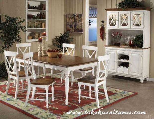 Meja Makan Finishing Duco Putih SMK-010 memiliki tampilan dengan desain minimalis disempurnakan dengan finishing duco putih serta busa empuk pada dudukan.