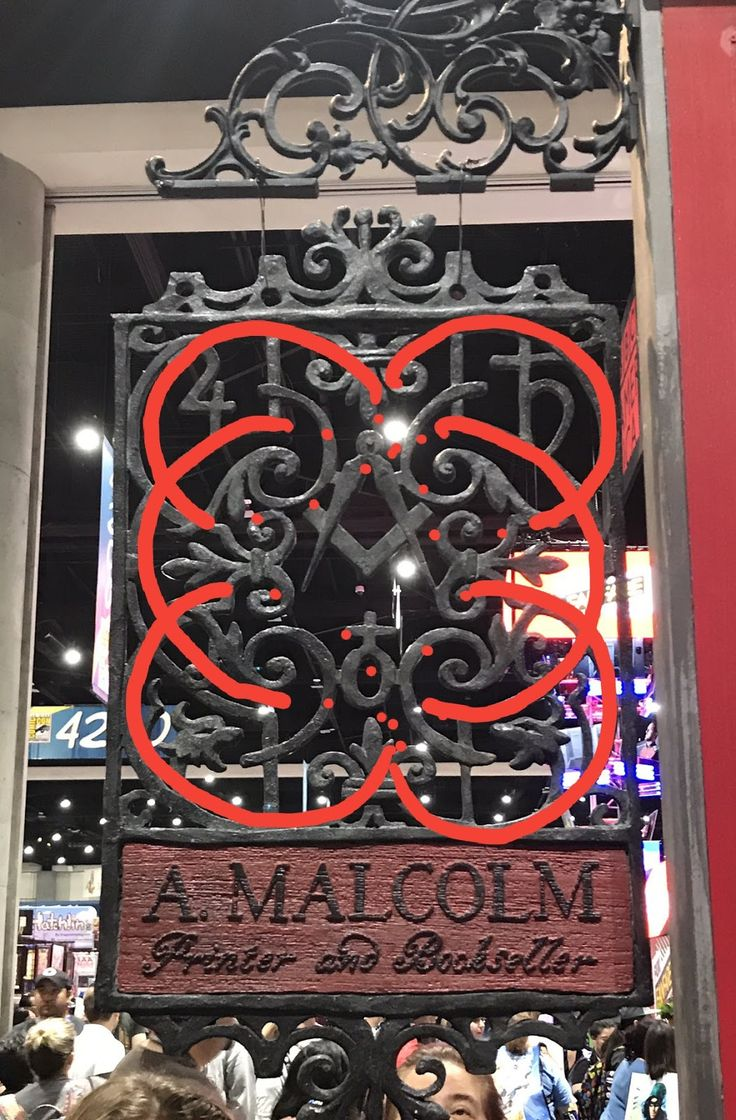 Outlander Season 3's Print Shop sign is its own message, filled with symbolism for freemasons and more. Learn what the sign tells us.