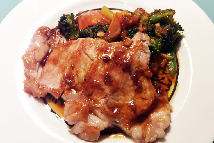 Steak de vacuno con brócoli, soja y miel http://www.carnivorosgourmet.es/ver_recetas_gourmet.php?id_receta=393 una deliciosa receta de Rubén Cordero #recetas #gastronomía