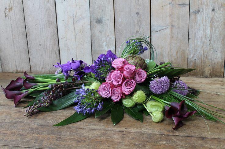 Grafbloemstuk paarstinten. Karin van Sleeuwen bloemen & meer...