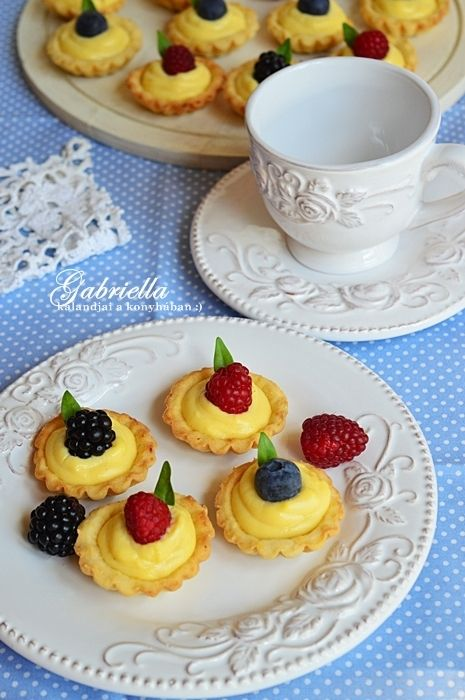 Gabriella kalandjai a konyhában :): Vaníliakrémes kosárka