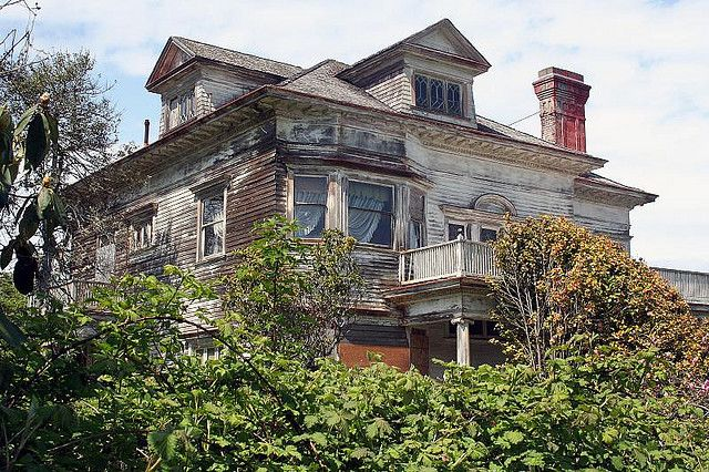 Haunted House In Astoria Abandoned Houses Old Houses Abandoned Places