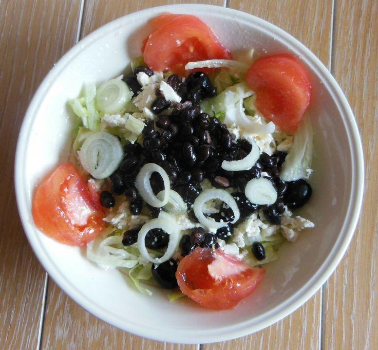 L W hmm - vandaag gemaakt Ijsbergsla-Tomaat-Zwarte bonen-Sjalotje-Griekse feta-olijfolie-zeezout-En Basilicum spray  Proberen zou ik zeggen smakelijk