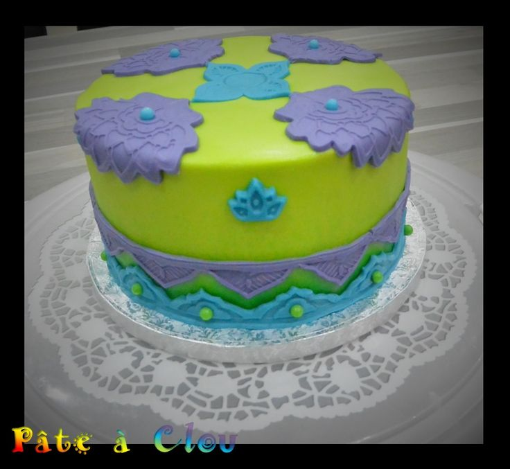 Gâteau thème Paon en pâte à sucre Satin Ice et moule Wilton Peacock theme cake with Satin Ice fondant and Wilton mold