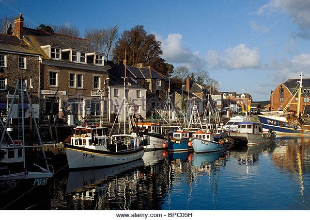 http://l7.alamy.com/zooms/629fe26339444217ba7d4e81204bf7e8/padstow-cornwall-england-the-sheltered-harbour-on-the-camelford-estuary-bpc05h.jpg