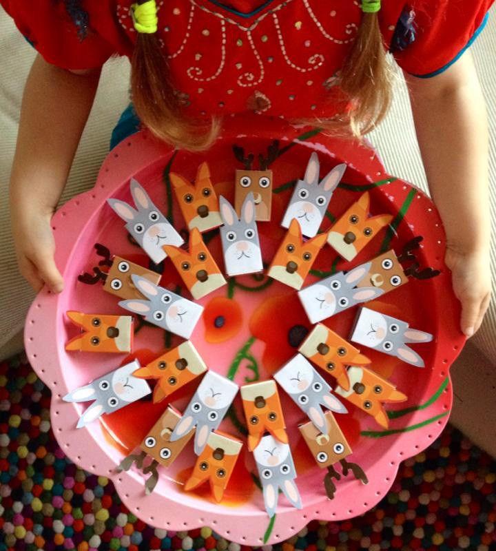 Een traktatie van een doosje rozijnen is all-time favoriet bij de kinderen (en de juffen!). Met onze gratis printable maak je het trakteren van deze gezonde snack extra leuk.