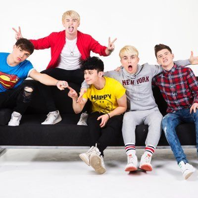 RT @RoadTripTV: I just checked my hair in a reflective window and it took me a good 10 seconds to realise there's a meeting going on through it  Mikey