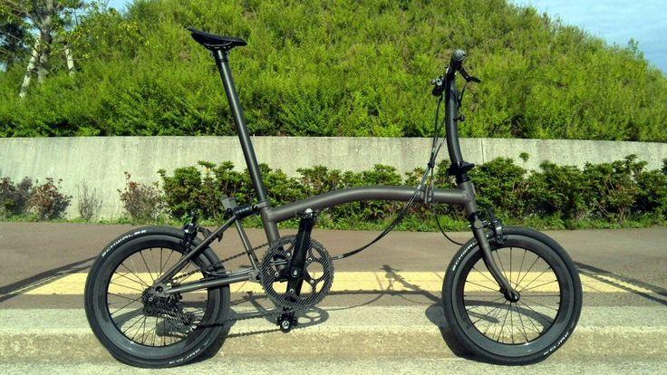 6.75Kg black beauty. 349 Carbon Wheelset. Lichter en stoerder gaat een vouwfiets volgens mij niet worden.