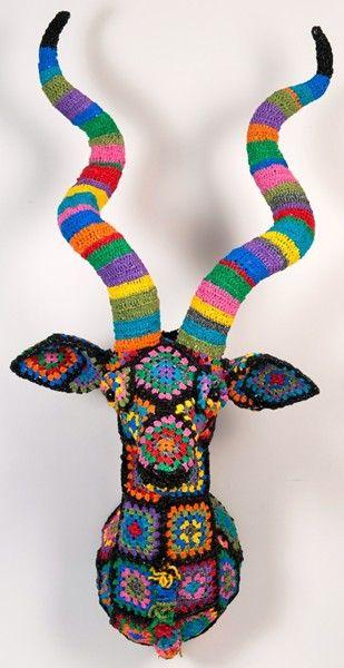 Ecotrophée 'Koudou' au crochet style 'Old Granny'STRUCTURE EN FIL METALLIQUE ET PLASTIQUE RECYCLE CROCHETE ET DURCI.  160x70x130 cm  DESIGN © MAGDA VAN DER VLOED