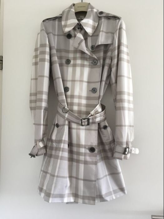 Catawiki online auction house: Burberry  Super-Lightweight Trench Coat