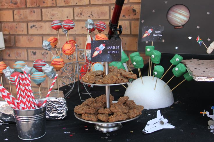 Space/Rocket Ship/Astronaut Party treats. Marshmallows dipped in chocolate as aliens and chocolate cookies as Sarel's comet.