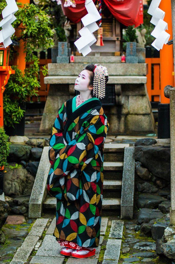 The maiko Koeri with a raincoat.