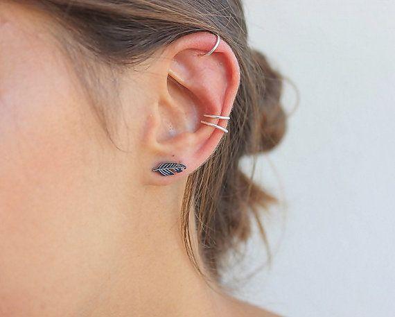 Deze prachtige drie oor manchet set perfect voor het is maken van een minimale meerdere oorbellen blik. Eenvoudig te stijl op verschillende manieren, ze zijn de perfecte aanvulling op uw sieraden collectie.  GEEN PIERCING vereist voor deze set. Als u liever alle 3 echte piercing (eindeloze hoepels) kunt u de volledige hier instellen: https://www.etsy.com/listing/457759628/3-tiny-hoop-earrings-set20g-18g-or-16g?ref=shop_home_active_1  Volledig aanpasbaar: u kunt meer oor manchet van…