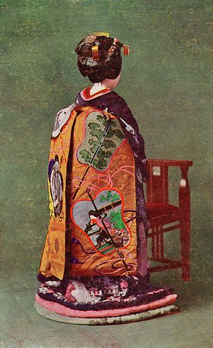 Gunbai Uchiwa Obi (1930)    A Maiko (Apprentice Geisha) dressed for a ceremonial occasion, her Darari Obi (Dangling Sash) is decorated with Gunbai Uchiwa, a type of War Fan used by high-ranking Samurai to signal troop movements and deflect small weapons. Gunbai Uchiwa are also used by referees in professional Sumo wrestling matches.