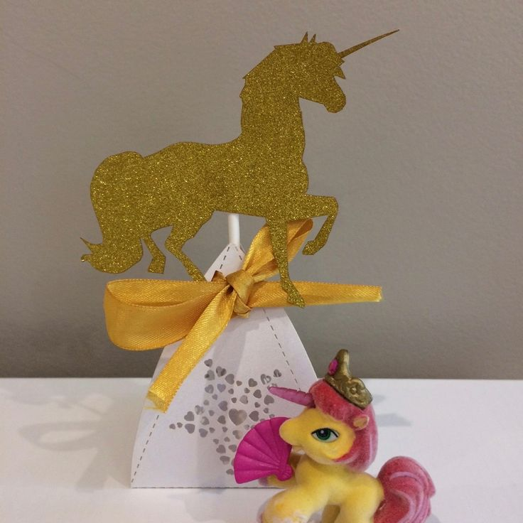 Gorgeous gifts in the Unicorn Ultimate Party Box from @thepartyboxcompanynz #boxesofawesome #thepartyboxcompanynz #unicorn #unicornparty