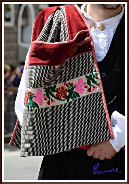 I colori tradizionali della Sardegna: Sardara
