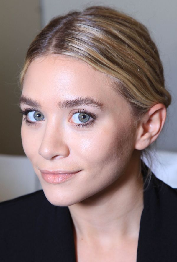 Olsens Anonymous Fashion Beauty Close Up Ashley Olsen Twins Style Sleek Center Part Minimal Chic Makeup Eyebrows Brows Mascara Lips