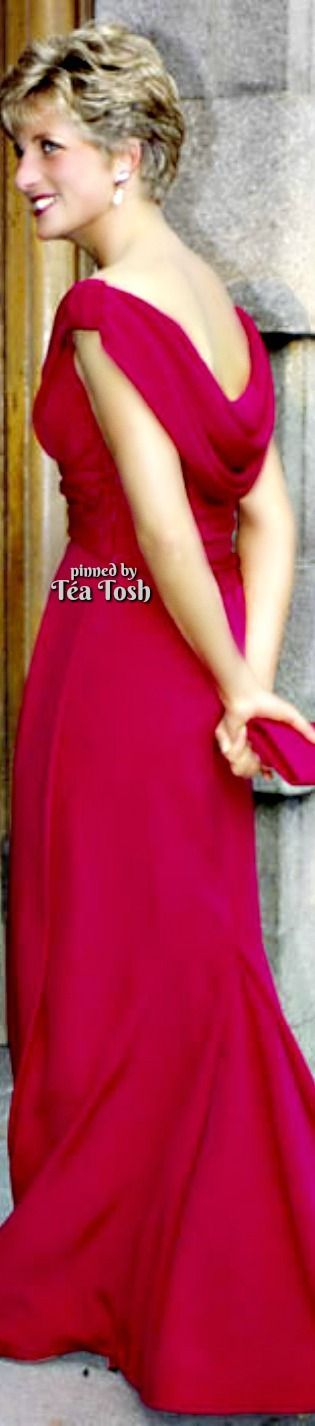 ❇Téa Tosh❇ Princess Diana looked elegant in a red dress by Victor Edelstein.