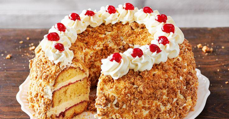 Diese Torte »krönt« die Kaffeetafel im wahrsten Sinne des Wortes. Mit Krokantgold und Kirschjuwelen verziert, erinnert ihr Aussehen an ein echtes  ...