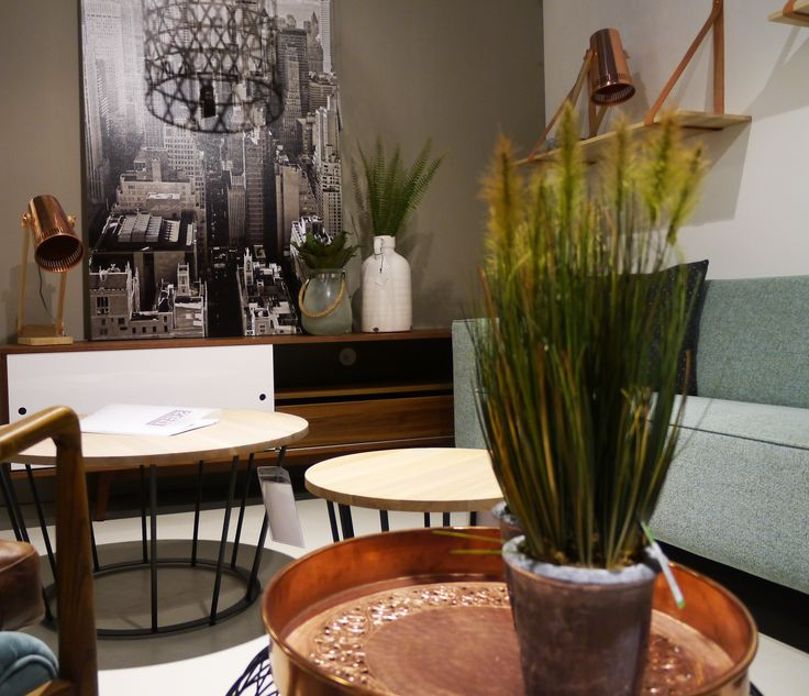Vintage salontafels en vintage dressoir met koperen lampen. Zen Lifestyle is gevestigd in Wijchen bij Nijmegen en heeft showroom van 10.000 m². Natuurlijk vind je in onze winkel onze eigen producten, zoals ons aanbod vintage en retro banken, onze topsellers, zoals het vintage tv-dressoir Stan. Maar ook hebben wij de mooie collectie van Zuiver en Duchtbone en vind je er nog veel meer topmerken, zoals Be Pure, JouwMeubel, UrbanSofa, Fatboy, Makkii, Woood etc.