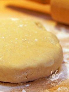 Pastry without butter without Vegan eggs - La Pasta frolla senza burro senza uova Vegan è un impasto base molto comodo: vi servirà soprattutto per le crostate, ma il suo utilizzo è veramente ampio.